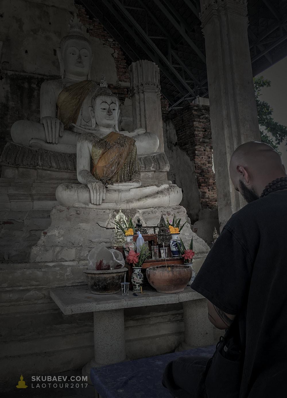 Бодхисаттва Скубаев провел молитву Мира в древнем храме Белого Будды