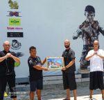 Бодхисаттва Скубаев вручил сертификаты членов Европейской Федерации «Лао-Тай» Буакаву Пор Прамуку и всему тренерскому составу его команды.